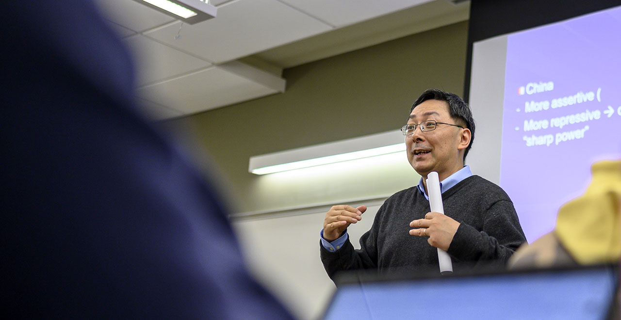 Professor Zanzhong Teaching in the School of Diplomacy and International Relations