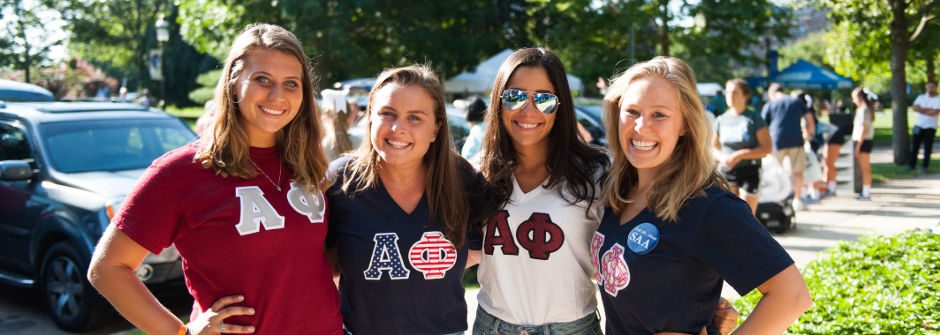 Alpha Phi sorority sisters helping freshmen move in.