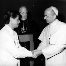 Black and white photo of Cesar Chavez with Pope Paul VI