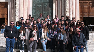 Group photo of business students in Italy